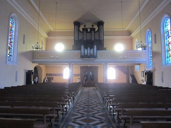 礼拝堂内部後方