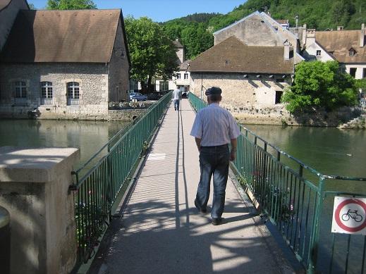 オルナンの街の川の橋