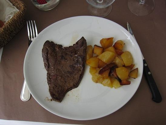 メインのステーキ