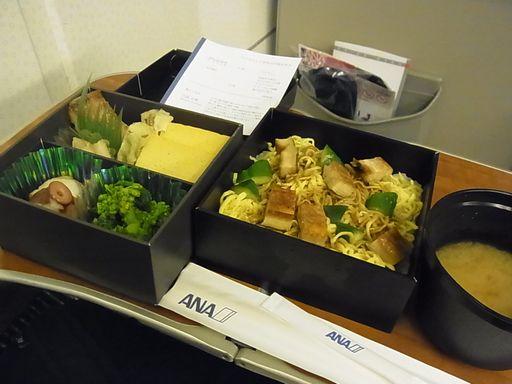 2013_04_18 飛行機内お弁当 (3)