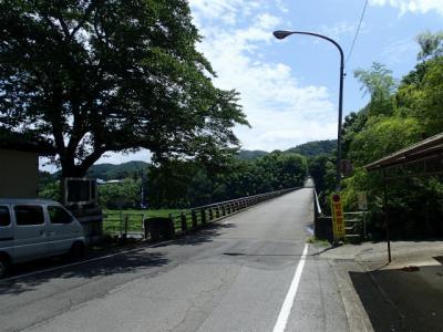 那珂川橋を渡ると…