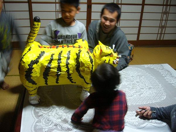ちゃんと首も動くトラ