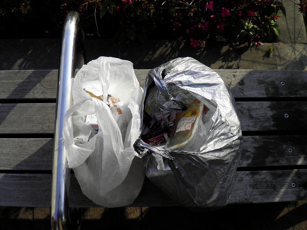 巣鴨ゴミ2つ