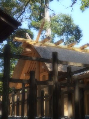 多賀宮さん。並び立つ社殿の距離が一番近いのがここかも。