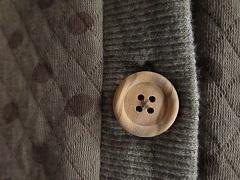 木のボタン。