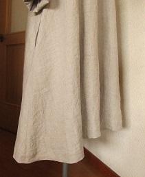 裾ドレープ。