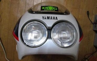 どちらでもない出品者です ヤフオク!ヤマハFZR250(2KR)フロントカウル補修レストア用ジャンク