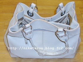 白いバッグ