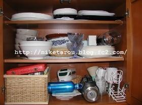 2013年10月食器棚下段1
