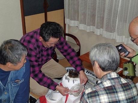 141201-003300-恒例甕入り紹興酒_R