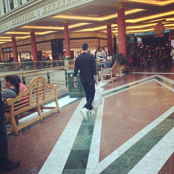 Liam-shopping-Manc-2.jpg