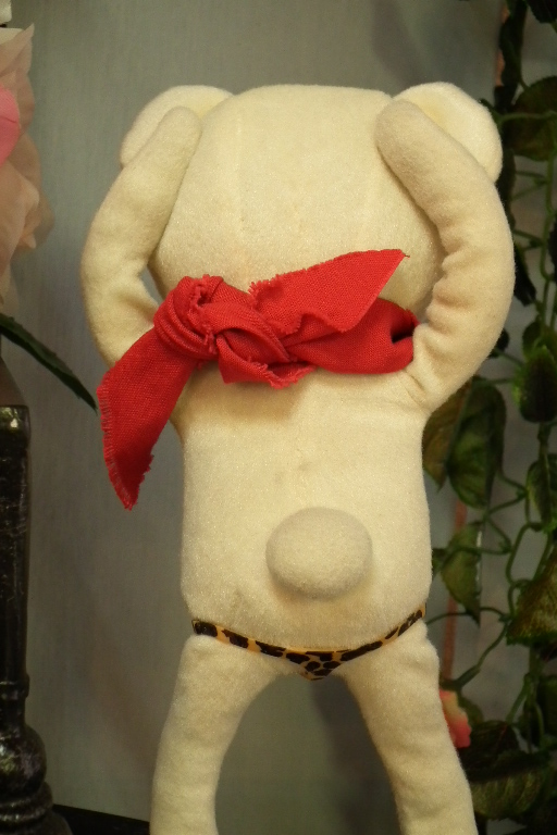 ふだん全裸のムーミンは海水浴では水着を着用していました。