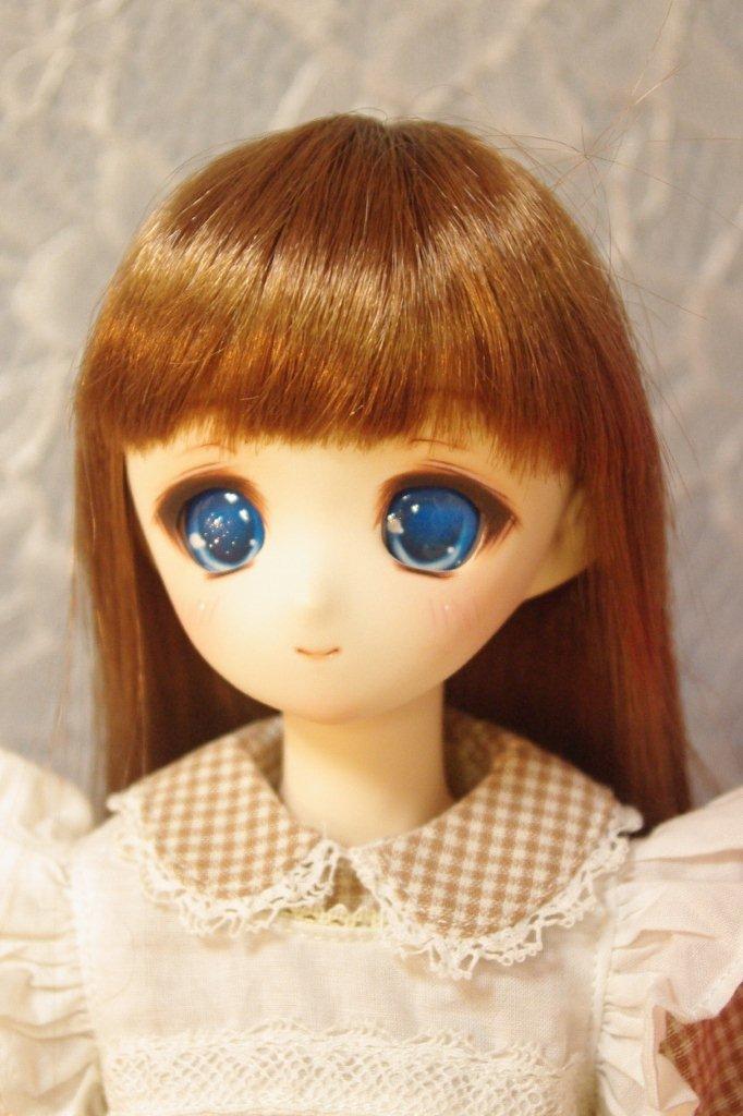 綺麗な青い瞳です。