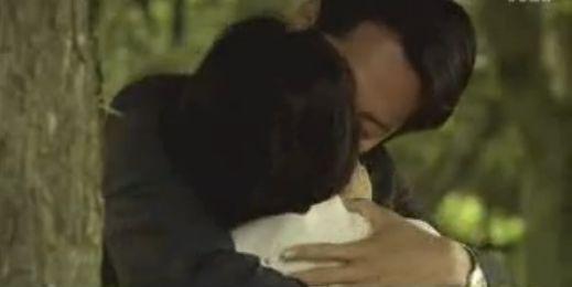 【羽田美智子】野外で濃厚なキスをするラブシーン