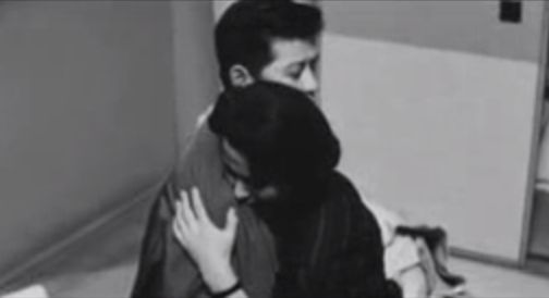 【池内淳子】熱い抱擁とキスを交わすラブシーン