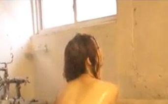 【小泉麻耶】色気全開のシャワーシーン
