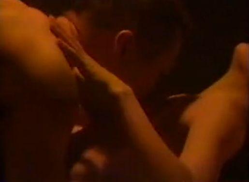 【クノ真季子】ベッド上で淫らに乱れる濡れ場