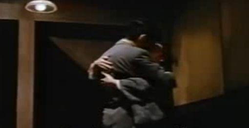 【若尾文子】抱き合って激しいキスをするラブシーン