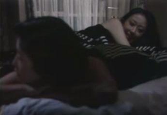 【山口いづみ】ベッドの上で淫らに乱れるレズ濡れ場映像