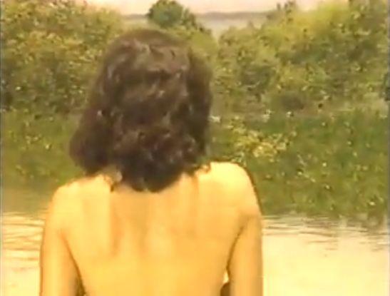 【柏原芳恵】上半身裸で水浴び