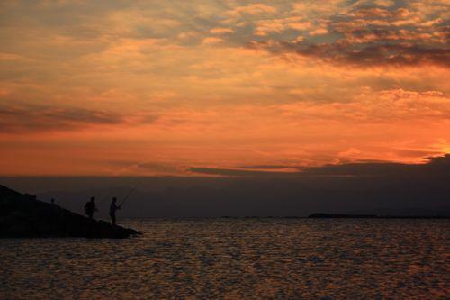 日没と釣り人