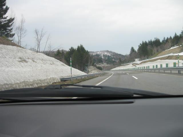 道路には雪はありませんが・・・