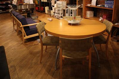 リーンロゼ ligneroset 円形 ダイニングテーブル