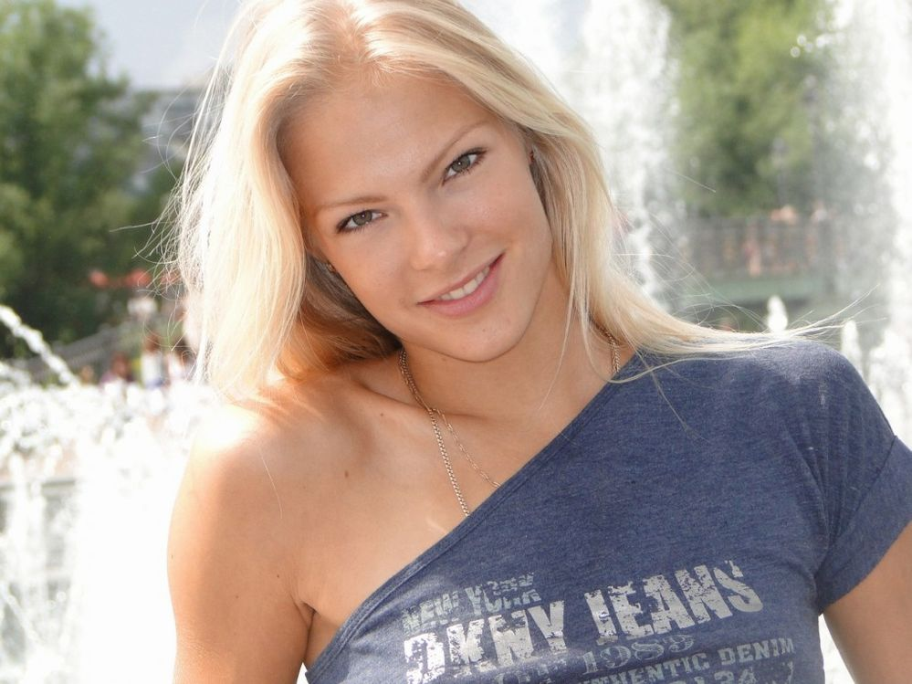 darya-klishina-smile-wallpaper.jpg