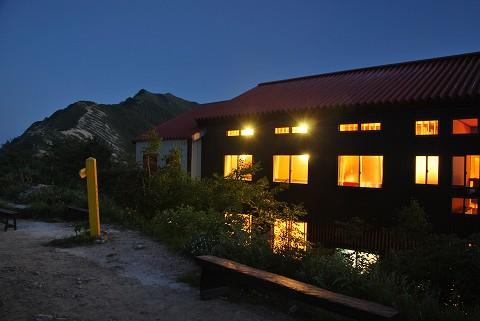 山小屋の灯