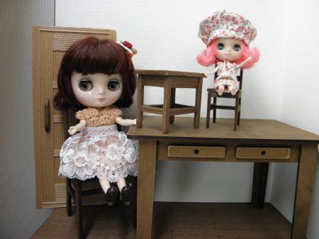 P8300478_convert_20130830161028プチとミディ机と椅子の差