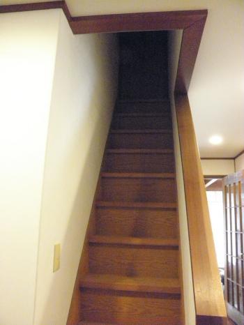 PA240191_convert_20131024102937屋根裏への階段