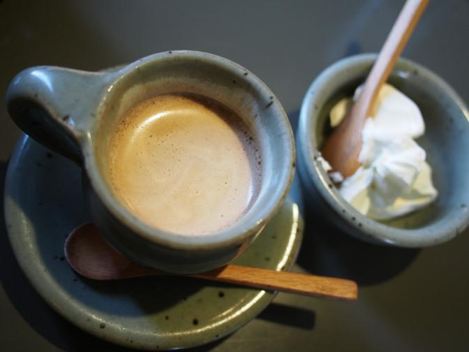 食後にコーヒー(生クリーム付)