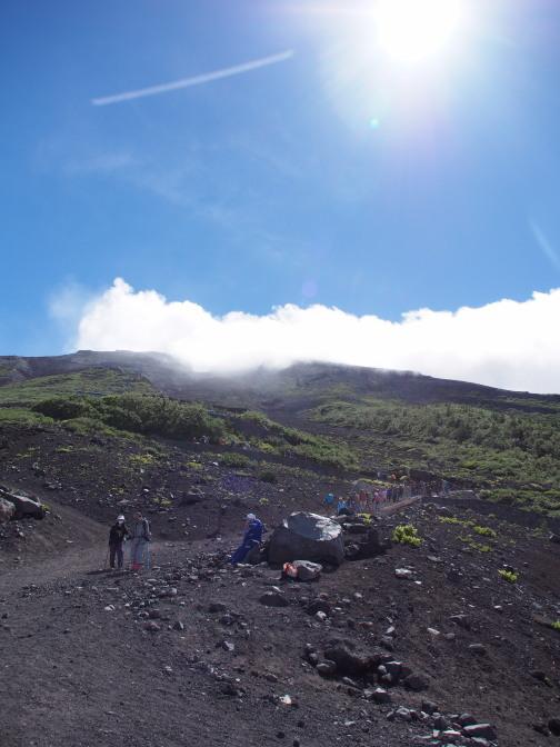 富士山頂と青空