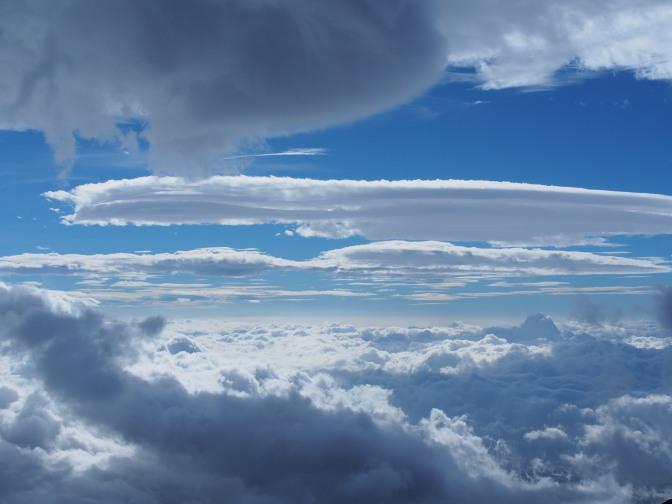 雲の上に雲