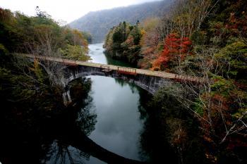 旧国鉄士幌線のコンクリートアーチ橋。