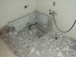 浴室の解体に