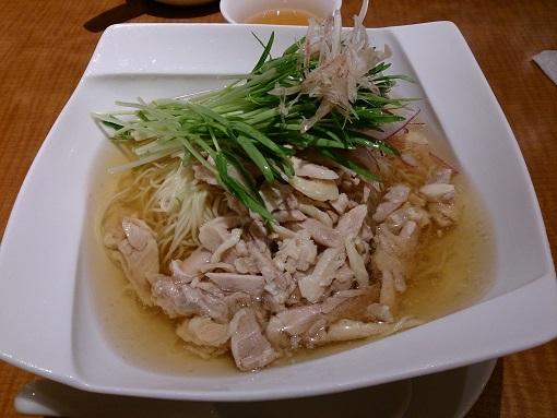 蒸し鶏スープ麺