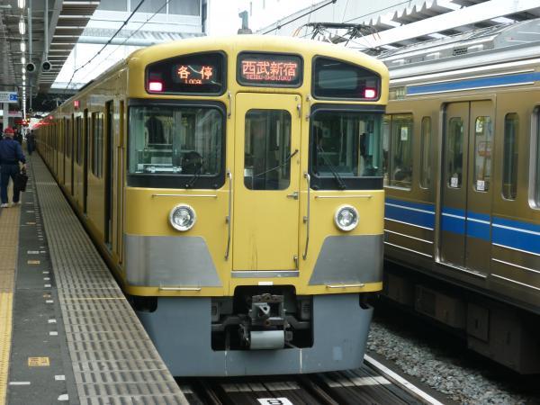 西武2067F 各停西武新宿行き 2013-03-30