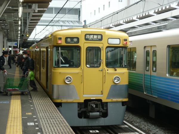 西武2411F+2015F 各停西武新宿行き 2013-03-30