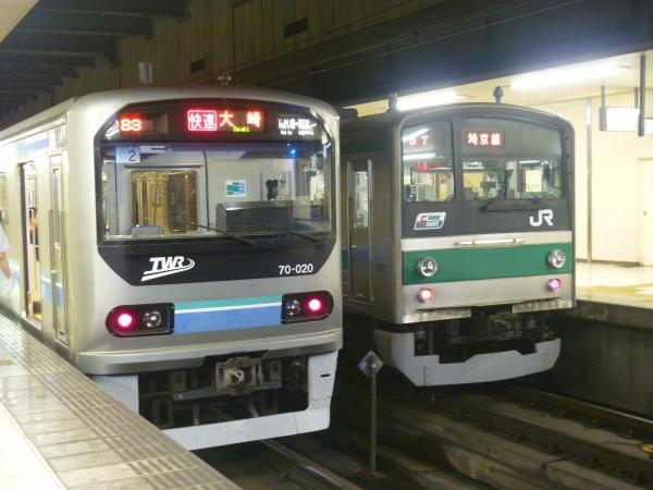 2013-08-04 りんかい線70-000形 快速大崎行き 埼京線205系ハエ13編成 新宿行き1
