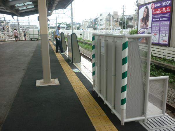 2013-08-24 新所沢駅 ホームドア1