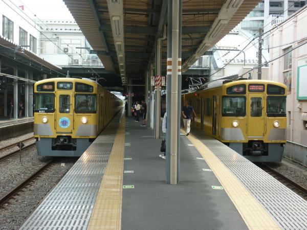 2013-08-26 西武2097F 各停西武球場前行き 西武9101F 急行飯能行き