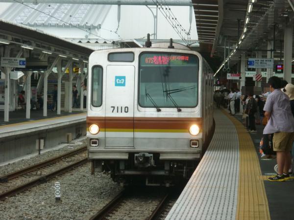 2013-08-26 メトロ7110F 快速急行元町・中華街行き2