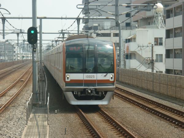2013-08-29 メトロ10125F 各停保谷行き