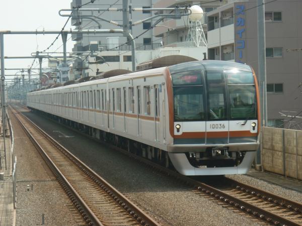 2013-08-29 メトロ10136F 快速急行飯能行き
