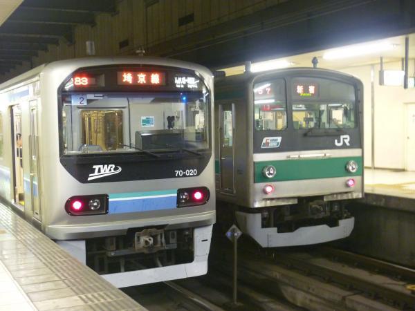 2013-08-04 りんかい線70-000形 快速大崎行き 埼京線205系ハエ13編成 新宿行き2