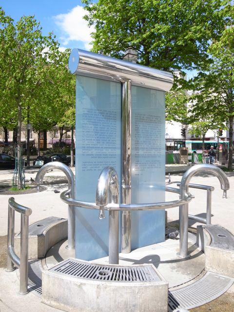 パリ 水汲み場1