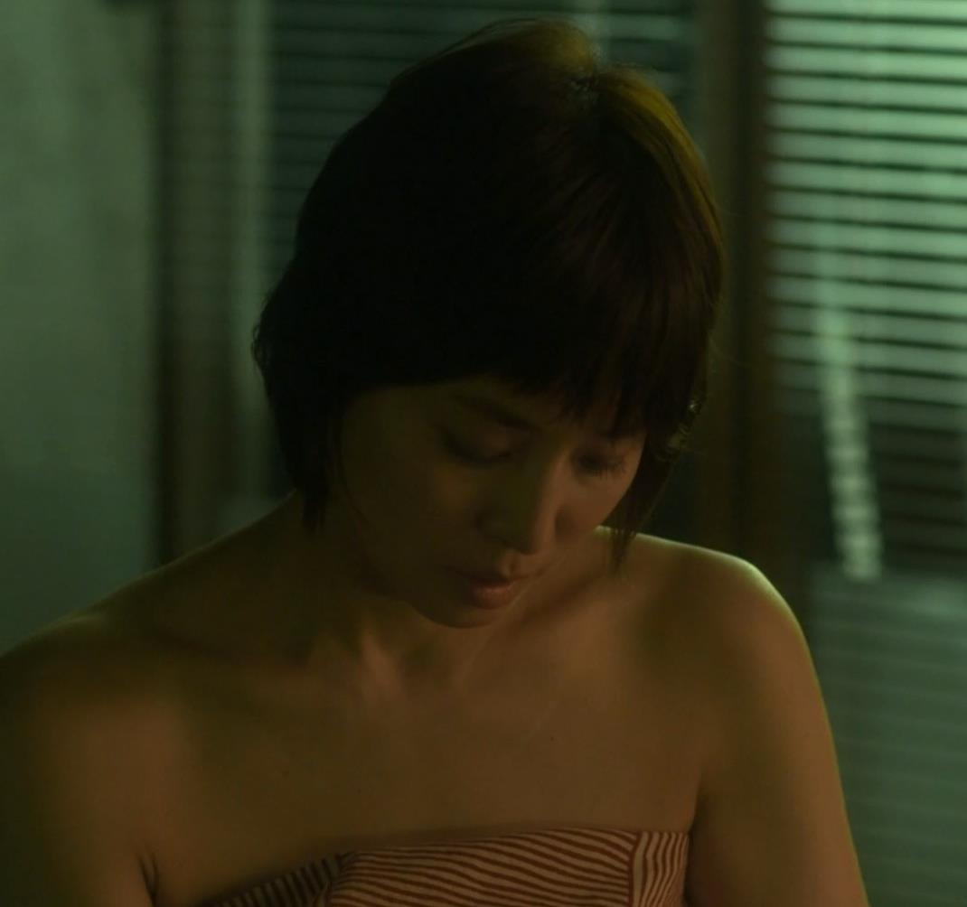 石田ゆり子 濃厚キスシーンキャプ・エロ画像5