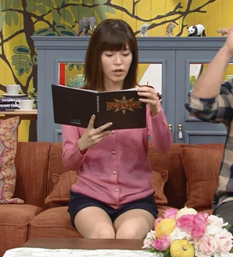 神田愛花 太ももキャプ・エロ画像3