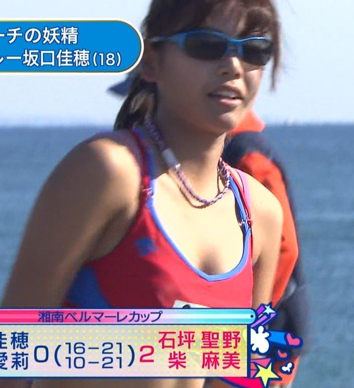 坂口佳穂 新たなビーチの妖精がかわいいキャプ・エロ画像6